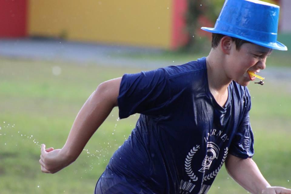 Criança aproveitando o Programa CEDUCA Journey